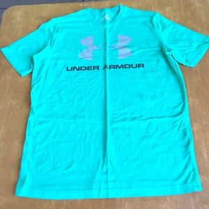 Under Armour heat gear medium loose fit tee shirt